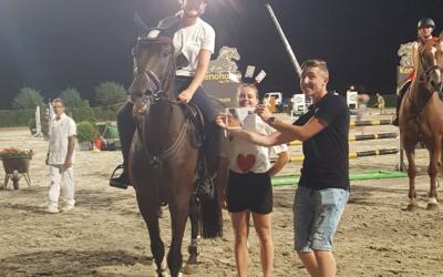 Amazone Noor Paridaans en ninja Frauke Vercalsteren winnen tijdens Jumping Horseman